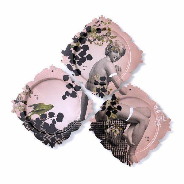 Dit drieluik van dienbladen kan je functioneel gebruiken of je maakt er een bijzondere eyecatcher van in je interieur. Net zoals de Yuan Parnasse ademt het ontwerp van deze plateau een Grieks-Romeinse sfeer uit, met zachtroze als hoofdkleur.  Materiaal: kunststofplaat (HPL)