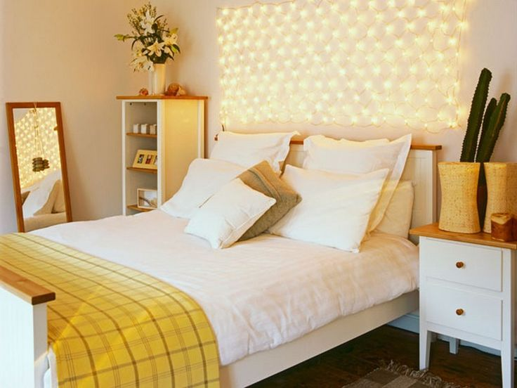 Fairy lights in wall bedroom home decorating ideas for Fairy lights in bedroom ideas