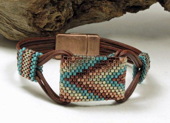 ÚNICO abrigo cuero pulsera Miyuki Delicas-Cuff-(SW15) Tubes-Bargello-Boho-Chic-Hippie-Leather de la puntada de Peyote