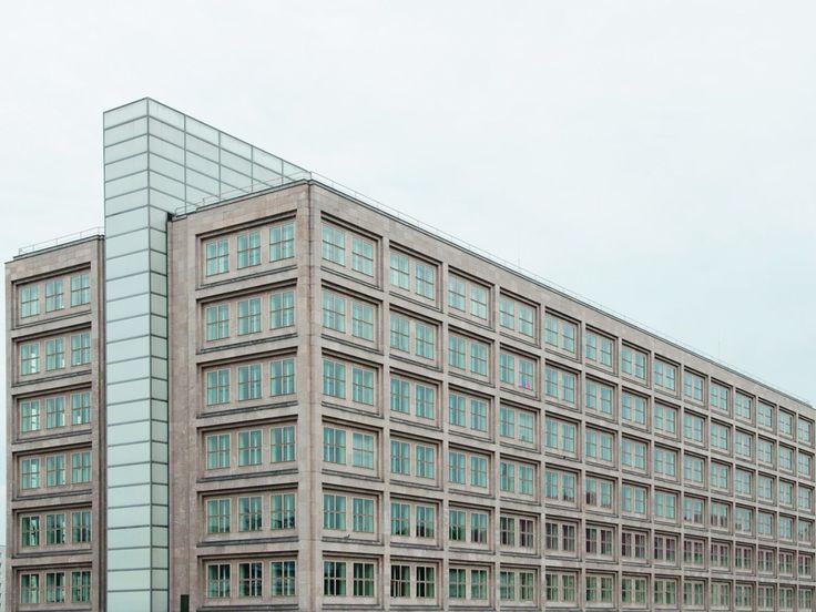 Peter Behrens, Das Alexander- und das Berolinahaus am Alexanderplatz in Berlin entstanden 1929-32 im Zuge einer Neugestaltung der gesamten Platzanlage