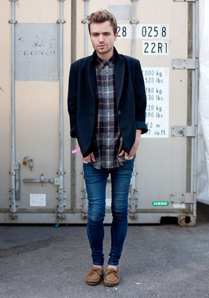 Too skinny jeans guy