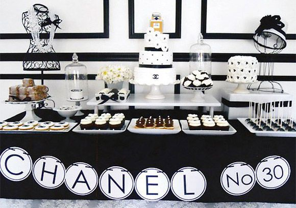 Mesas de postre para bodas en blanco y negro