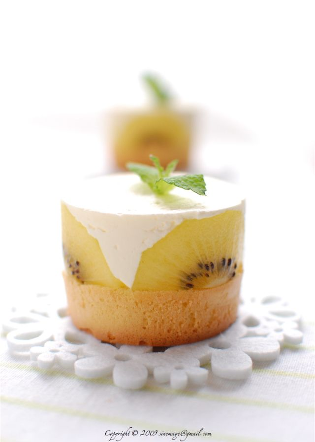 Kiwi gold cakes...inspired from the French cake called fraisier -strawberry cream cake. An exotic version with génoise, syrup, crème chantilly, and kiwifruits - can be made with green kiwis although kiwi gold are sweeter.