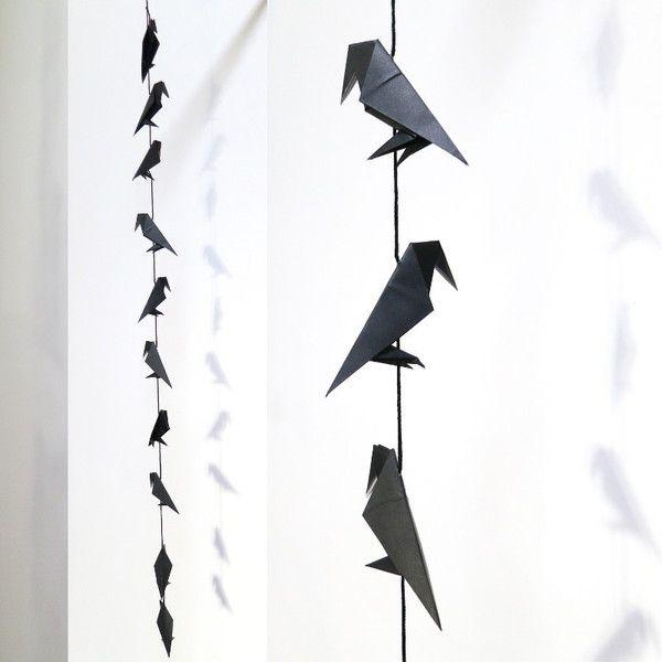 Guirlande de corbeaux en papier origami de La Filacroche. sur DaWanda.com