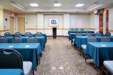 Host the perfect meeting with the help of the staff at Holiday Inn Express and Suites. The hotel has facilities with 1,200 sq ft of space for up to 94 people.