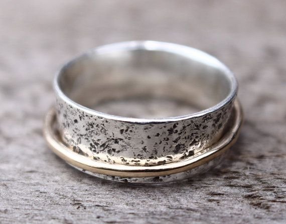Gehamerd zilver Spinner Ring trouwring door MountainMetalcraft