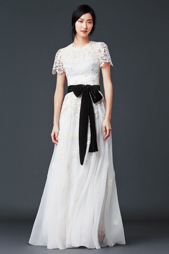 Dolce and gabbana winter 2015 collection white lace for Dolce gabbana wedding dress