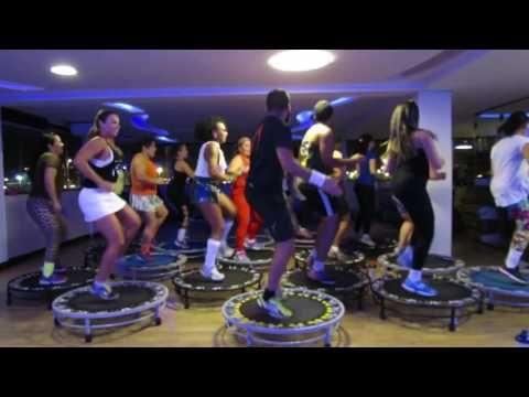 Bumbum Granada - Prof. Eric Jefferson (Aula de Jump) - YouTube