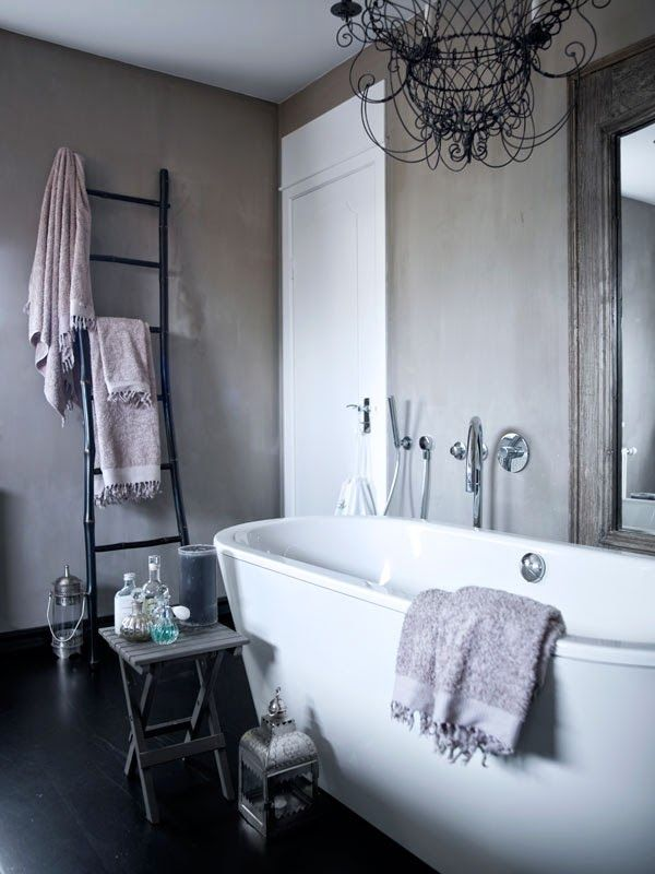Snyggt badrum med Kalklitir - Purple Area