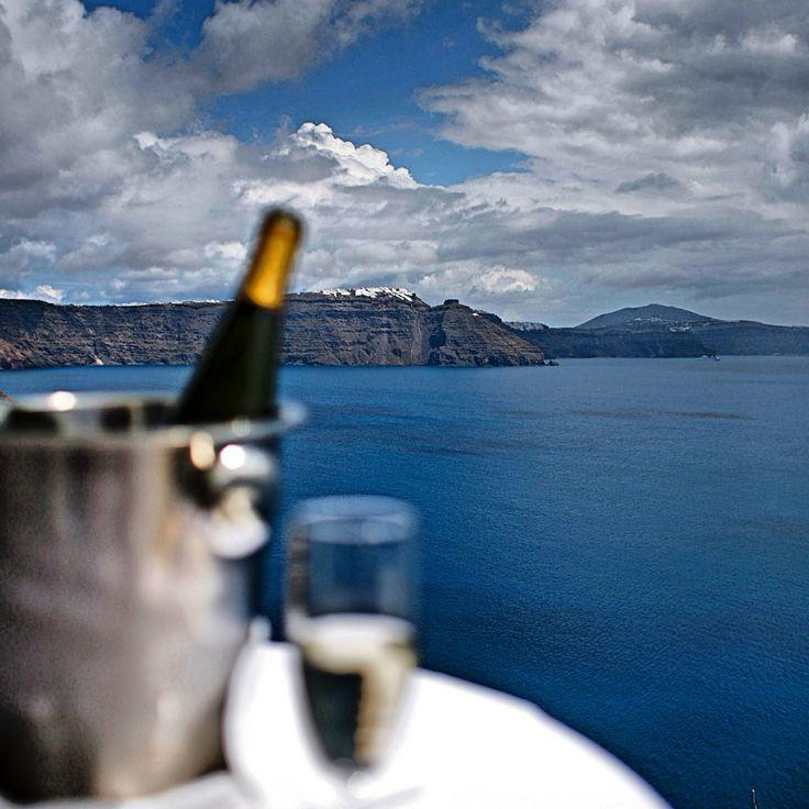 A shampagne to relax facing Caldera!!! #armenivillage #oia #santorini  www.armenivillage.com