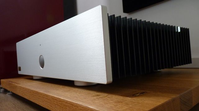K3 of CAIRN, ampli de puissance, 120w *2. 8 ohms. first 10 w en class A.  1998. hifi system hifi made in France.
