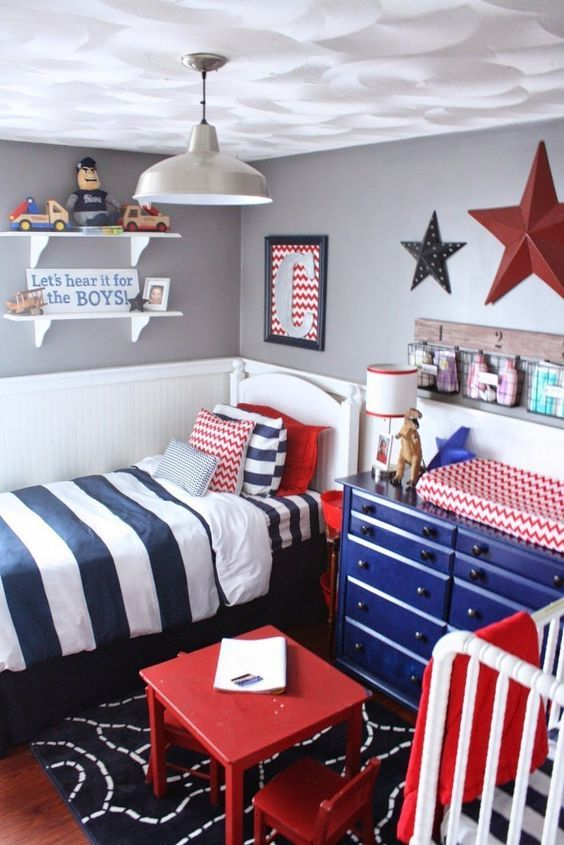 We love this cheery red, white and blue boys room via @apttherapy.