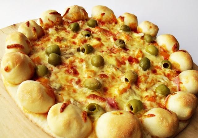 Citromhab: Sajttal töltött szélű pizza