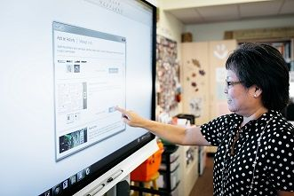 L'écran interactif pour prévenir quelques risques sanitaires chez l'enseignant