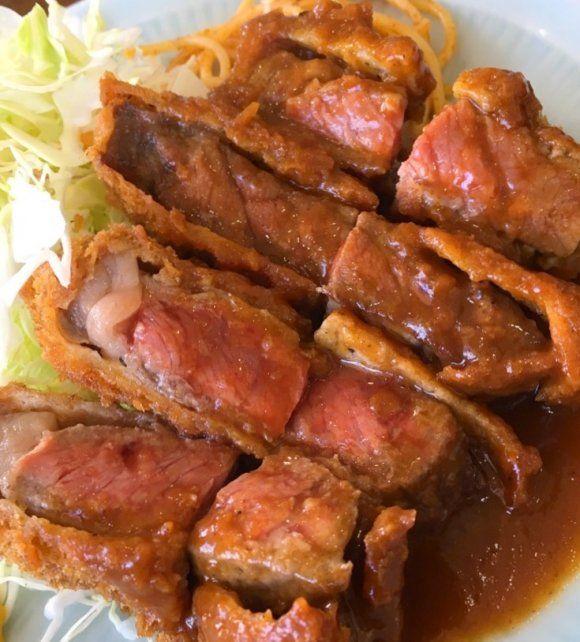 昭和23年創業の老舗!肉屋直営の大衆食堂でいただく人気の牛カツ定食