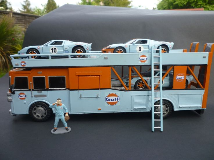 GULF RACING CAR TRANSPORTER, 1:32 SCALE, SCALEXTRIC SIZE, WITH DRIVER