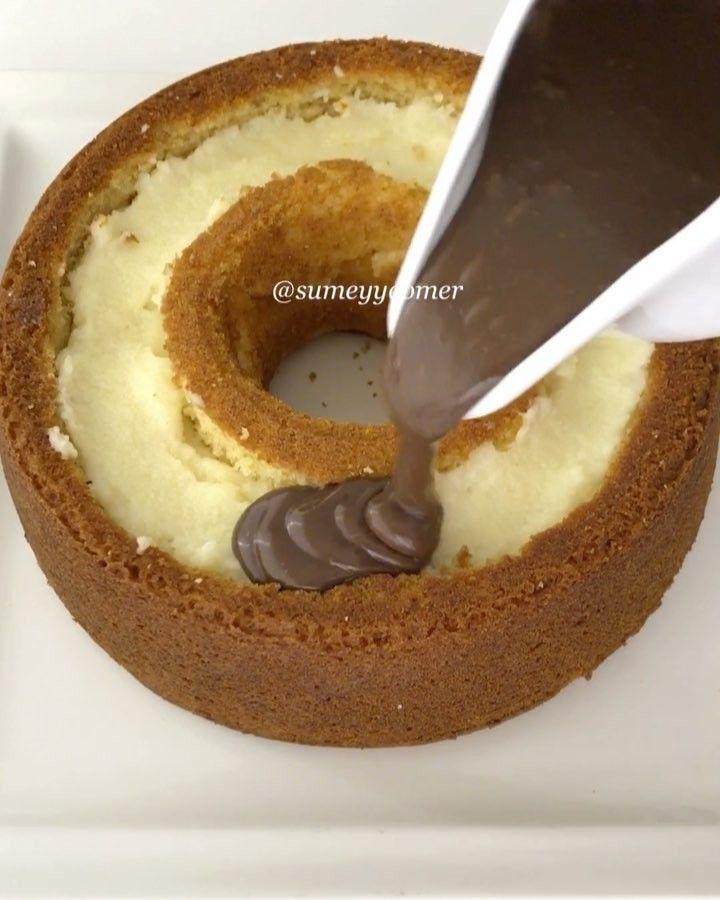 """5,489 Beğenme, 66 Yorum - Instagram'da Sümeyye Acartürk (@sumeyyeomer): """"İyi akşamlarr Yine şahane bir tarifle geldim Yumuşacık keki irmikli krema ile doldurup çikolata…"""""""