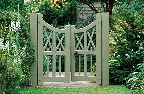 I love these double gates and I love the colour they've been painted!