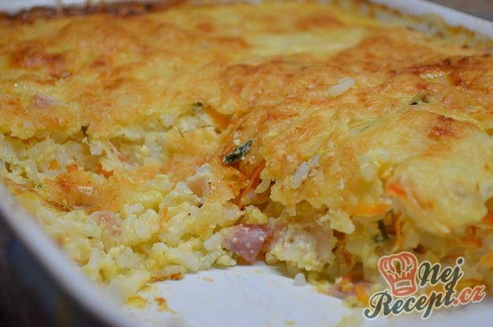 Chutné a připravené za pár minut. Pečená rýže se šunkou a sýrem. Já jsem použila sýr mozzeralla, klidně pokud máte raději více sýrové, použijte i více mozzarely nebo jiného výraznějšího sýra. Mrkev tomu dodá lepší chuť, už jsem dělala i bez a nebylo to ono, tak ji z receptu určitě nevynechávejte. Jednoduché jídlo, které máte připravené rychle a pečete v jedné zapékací misce, takže ani se nenaděláte :) Autor: Lacusin