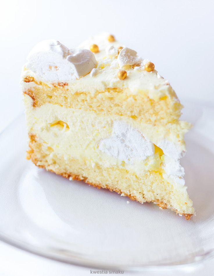 Tradycyjny tort cytrynowy z bezami