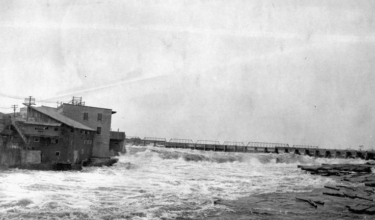Chaudière Falls, Ottawa, Ont. 1923-1924 (Credit: W.J. Bolton / Library and Archives Canada, copyright expired)