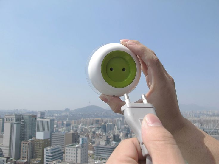 window-socket    Κολλάει πάνω στο παράθυρο και μας επιτρέπει να φορτίζουμε απευθείας και με ασφάλεια τις συσκευές μας.