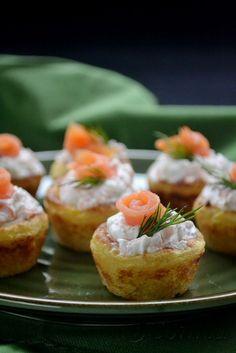 Sabor: Φωλιές πατάτας με ντιπ γιαουρτιού με άνιθο & σολωμό / Mashed potato nests with yoghurt with dill sauce & smoked salmon