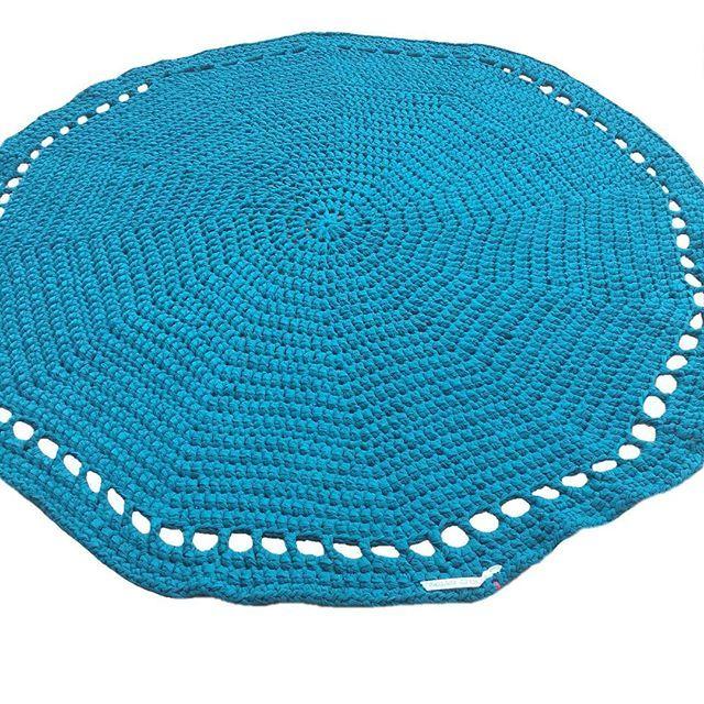 5 rugs 10 days 125 turns 1500 stitches .... 😅