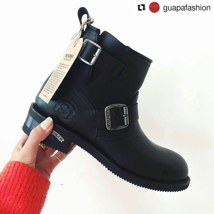 You don't need anything else than a perfect pair of biker boots. Thanks for the pic @guapafashion  #sendra #sendraboots #highquality #handmadeboots #madeinspain #loveboots #fashionboots #fashion #design #trend #awesome #amazing #leather #authentic #biker #rideordie #ride #bikerboots #picoftheday #bestoftheday #photooftheday