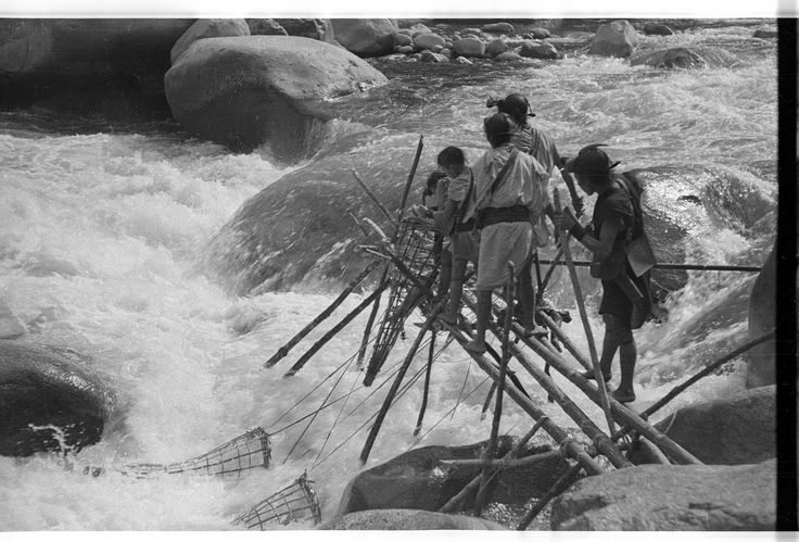 Fishing with traps in the Perre River | par SOAS Digital Library