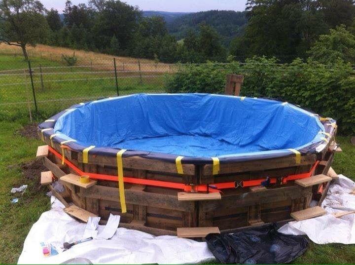 Großer Swimmingpool mit Paletten gebaut Schritt für Schritt 5