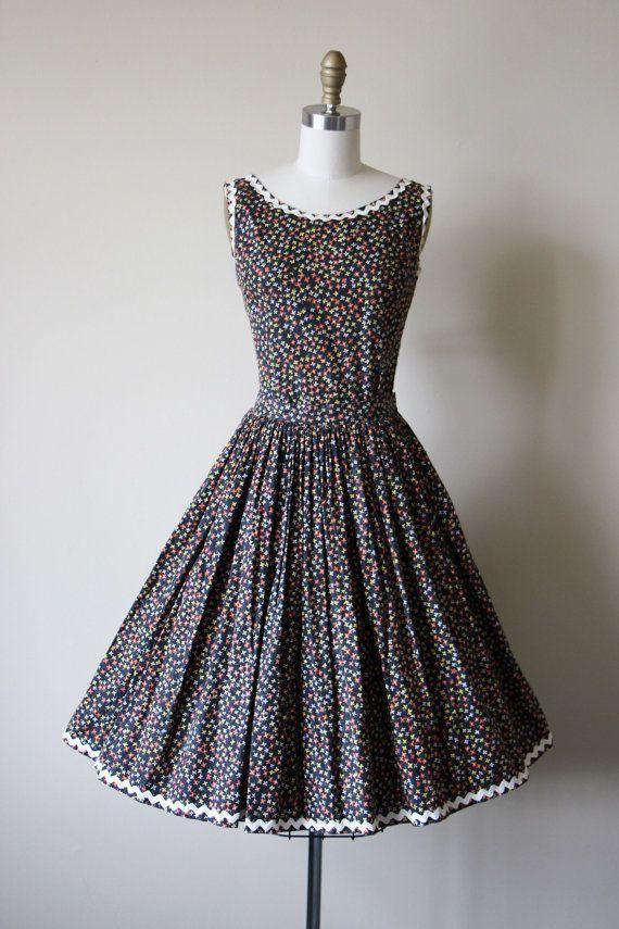 50s Dress Vintage 1950s Dress Black Floral Full Skirt Bust