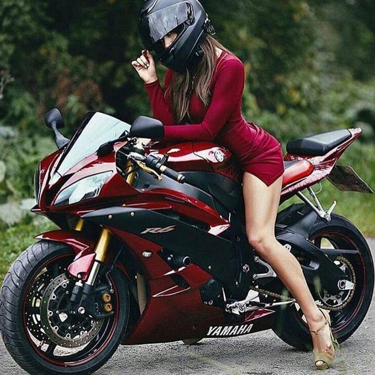 итогу фото элегантный мотоциклист стоит