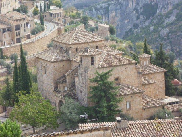 Publicamos la iglesia de San Miguel Arcángel en Alquézar. #historia #turismo  http://www.rutasconhistoria.es/loc/iglesia-de-san-miguel-arcangel--en-alquezar