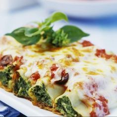 Cannelloni mit Ricotta und Spinat: statt pinienkerne mit Walnüssen. Sehr lecker!