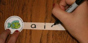 Escreva algumas vogais para o aluno escolher qual a vogal correta.