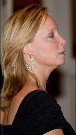 Margaritha met haar zelf ontworpen sieradenlijn, de blaadjes, Italy 2014. Mooie profielfoto