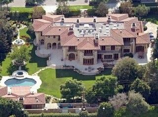 Los Angeles Ca J Lo Lives In A Seven Bedroom And Four Bathroom 12 217 Sq Ft Home Interesting Homes Pinterest Celebrity Houses Mansions