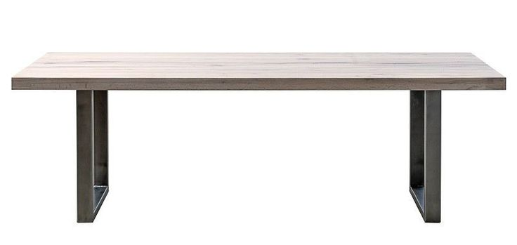 New Port Spisebord - Stort vakkert spisebord med bordplade i massiv eik og metallstell. Det elegante bordet er perfekt i spisestuen eller om du har et stor kjøkken. Her er det et bord som er skapt for lange koselige middager og selskap med familie og venner. Ileggsplate kan tilkjøpes.