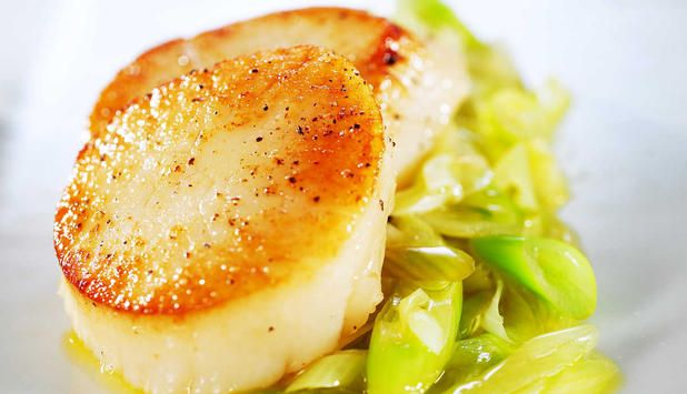 Denne oppskriften har spennende ingredienser fra det asiatiske kjøkken og passer utmerket som forrett. En kjapp og god rett. #fisk #oppskrift