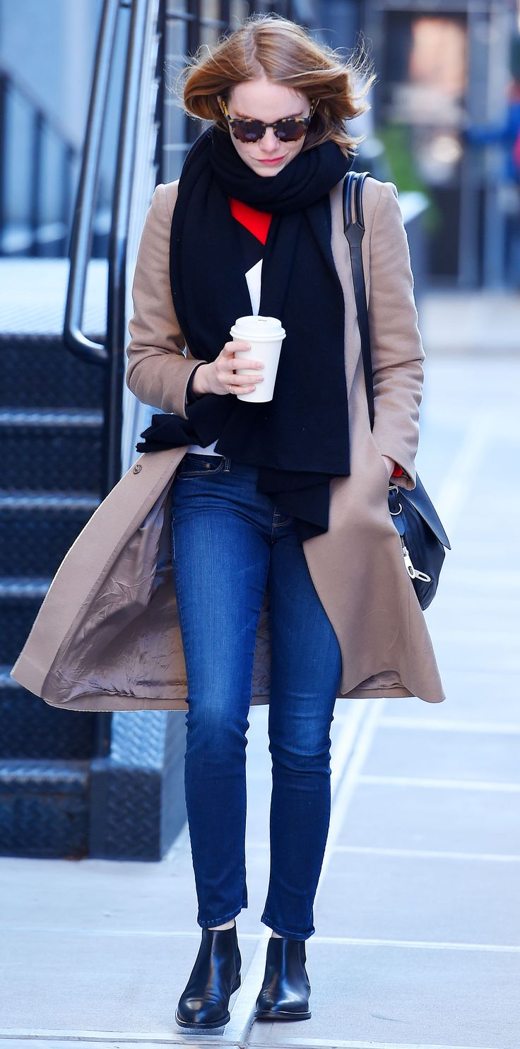 Emma Stone anchored her off-duty uniform with a pair of standby skinnies and black Chelsea boots