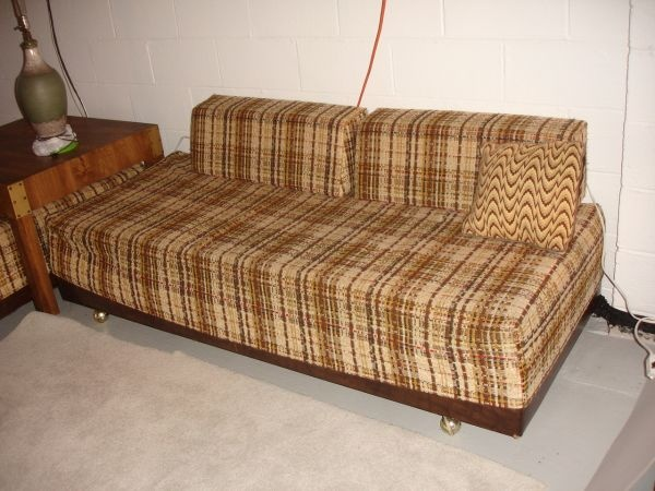 2 Vintage Twin Beds Sofa Calling The Brady Bunch Retro 150 Treasure Hunt In 2018 Pinterest Furniture Daybed And Bed