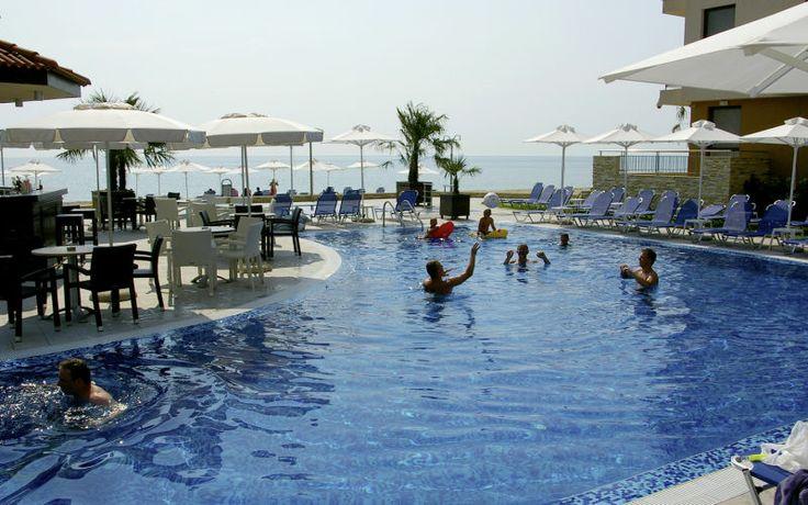 På Obzor Beach Resort bor du skønt på et stort hotelområde lige ved stranden. Hvis du ikke bare vil slappe af og sole ved poolen, er der masser af aktiviteter at kaste sig over. Se mere på http://www.apollorejser.dk/rejser/europa/bulgarien/burgaskysten/obzor/hoteller/obzor-beach-resort