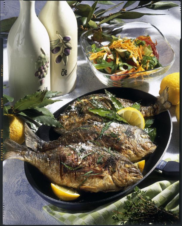 Unser beliebtes Rezept für Gebratene Doraden mit gemischtem Salat und mehr als 55.000 weitere kostenlose Rezepte auf LECKER.de.