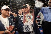 WBO jr lightweight Mikey Garcia (34-0, 28 KOs) successfully defended his belt by twelve round unanimous decision against Juan Carlos Burgos (30-2-2, 20 KOs) on Saturday night in the Madison Square Garden Theater in New York City. Bryant Jennings (18-0, 10 KOs) won by tenth round TKO over Artur Szpilka (16-1, 12 KOs).