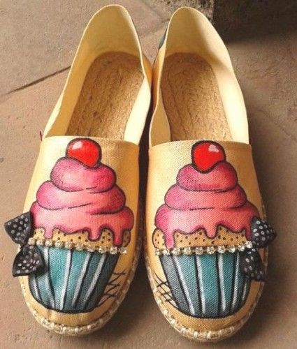 Hand Painted Cupcake Espadrilles, Hand-painted Canvas Flat Shoes http://www.justtrendygirls.com/hand-painted-canvas-flat-shoes/