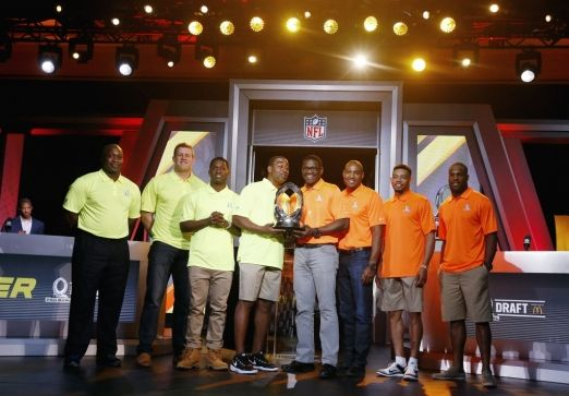 From left, John Randle, NFL Hall of Fame member and Team Carter Pro Bowl Alumni Co-Captain, Houston Texans Pro Bowl player J.J. Watt, Pittsburgh Steelers Pro Bowl player Antonio Brown, Cris Carter, NFL Hall of Fame member and Team Carter Pro Bowl Alumni Captain, Michael Irvin, NFL Hall of Fame member and Team Irvin Pro Bowl Alumni Captain, Darren Woodson, NFL Hall of Fame member and Team Irvin Pro Bowl Alumni Co-Captain, Cleveland Browns Pro Bowl player Joe Haden, and Dallas Cowboys Pro Bowl…