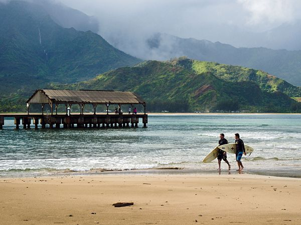 Love this little town, Hanalei Bay...good for holding hands, lying in the sun and having some of the best sushi we have ever eaten. And the Maitais...oh baby