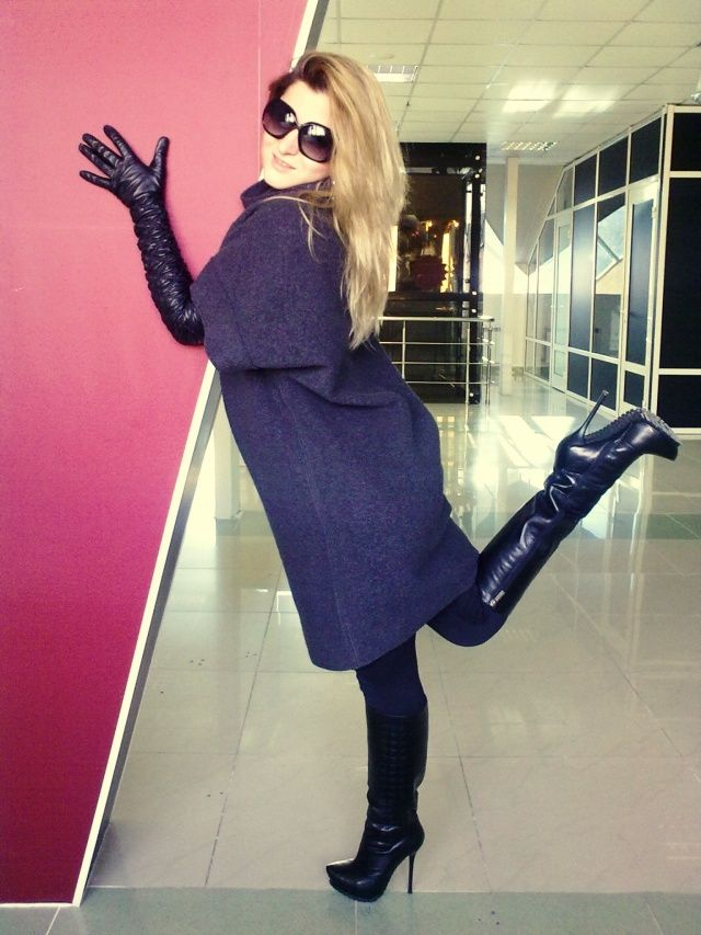 high heels boots and gloves