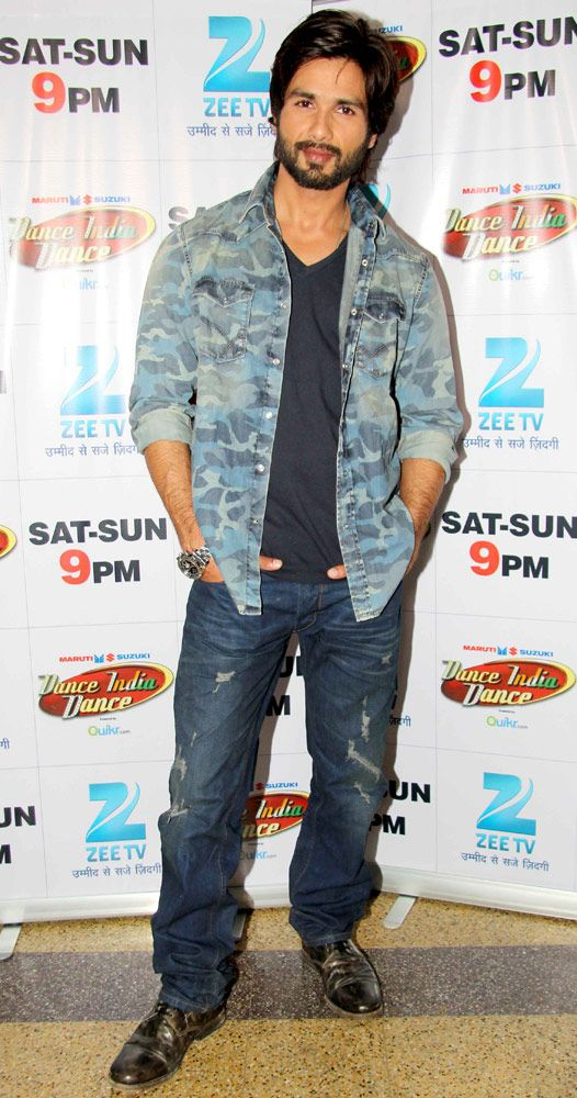Shahid Kapoor promoting his film 'R...Rajkumar' on Dance India Dance. #Bollywood…